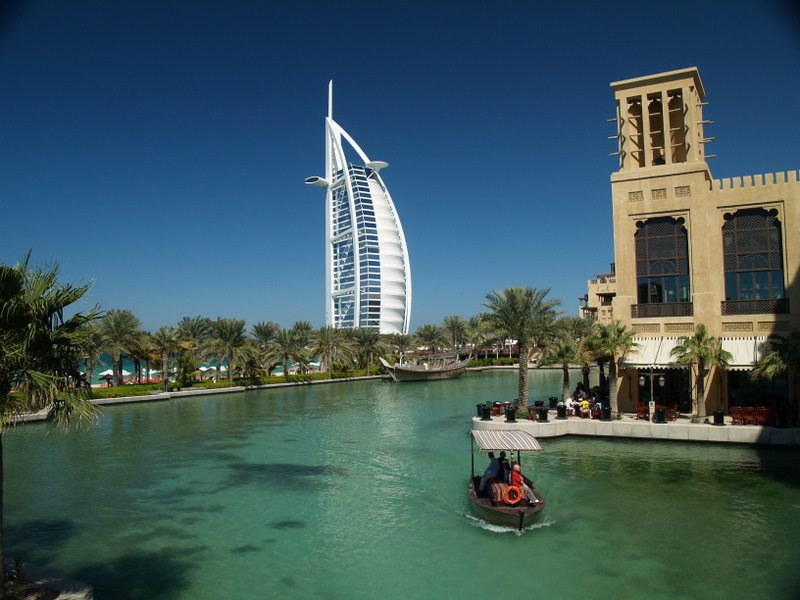 Burj al arab luxury hotel in dubai for Luxury hotels in dubai